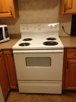 "30"" WHITE MOFFAT STOVE - EXCELLENT CONDITION!  REDUCED!"
