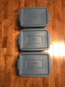 Storage totes x3, Rubbermaid, blue, 11 l small size, with lids.