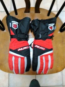 HJC STORM S15 BREATHABLE SNOWMOBILE GLOVES SIZE S RED AND BLACK