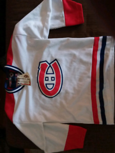 CCM official XL kids hockey jersey - Montreal canadians