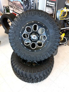 Mud tires and rims. 33x12.5 17 6bolt Like New! REDUCED