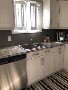 STUNNING! 3 BEDROOM TOWNHOUSE ! GREAT LOCATION!