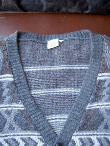 Assorted Sweaters Size L / G West Island Greater Montréal image 7