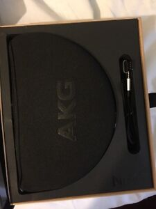 AKG N60NC first class noise cancelling headphones Kitchener / Waterloo Kitchener Area image 2