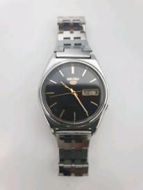 7)Men vintage seiko 5 Automatic watch.
