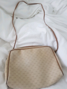 AUTHENTIC GUCCI CROSSBODY BAG ONLY $200