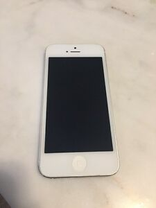Perfect Condition iPhone 5 Bell 16 GB