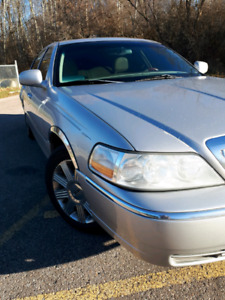 2003 Lincoln Town, Cartier