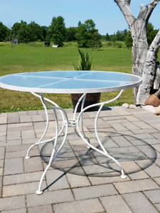 Great QUALITY  Patio Table