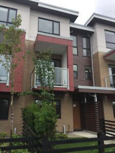 PET FRIENDLY TOWNHOUSE 3 BED + 3 BATH + 2 PARKING + A/C