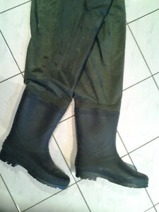 HUNTING/FISHING BUSHLITE CHEST WADERS SIZE 11 Windsor Region Ontario image 2