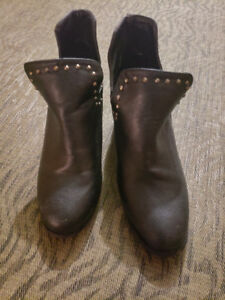 Size 6 Black Ankle Boot