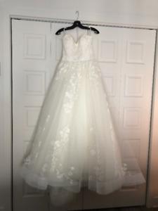 New Wedding Dress For Sale Never Worn