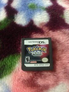 Pokemon pearl version 2007 comes with a case