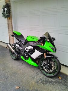 KAWASAKI ZX10R 2009 SPECIAL EDITION WITH EXTRAS Windsor Region Ontario image 1