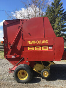1999 New Holland 688 Baler