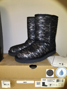 53dd72158c3 Classic Short Uggs | Kijiji in Ontario. - Buy, Sell & Save with ...
