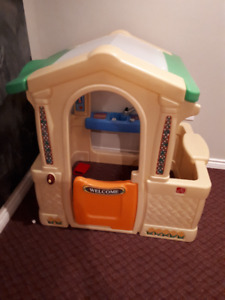 Kids toy house