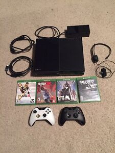 XBOX ONE - 8 Games, 2 Controllers, 500GB