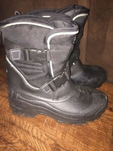 Brand new men's Thinsulate winter boots.  London Ontario image 5