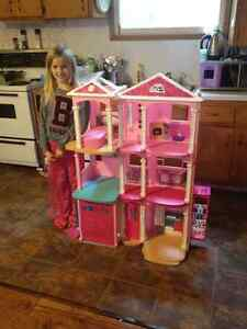 2015 Barbie Dreamhouse (no furniture)