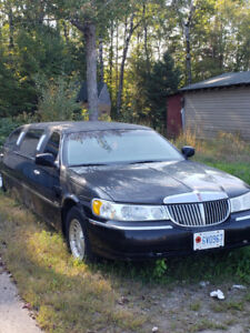 2001 Lincoln Limousine Lincoln Town Car Executive