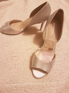 Ladies shoes from Le Chateau