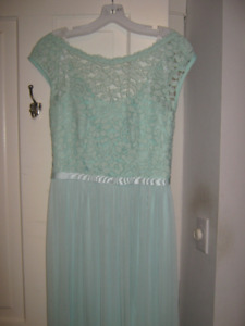 Bridesmaid dress size 8 (fits 4-6)  David's Bridal, color: mint