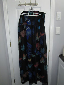 Ladies black pattern Maxi dress from Ricki's size XL *New