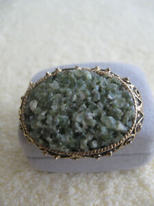 UNUSUAL VINTAGE MOSAIC-STYLED GREEN-TINTED OVAL BROOCH