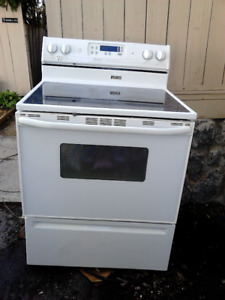 Maytag Electric Stove/Oven!