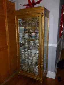 Rare vitrine vaisselier curio en bois doré (227)