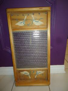 ANTIQUE HAND PAINTED GLASS COUNTRY WASHBOARD - CAN HANG