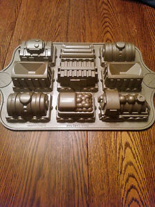 Nordic ware pan - Train set