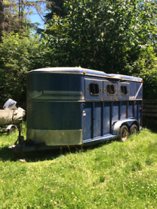Trails West Horse trailer - three horse angle haul