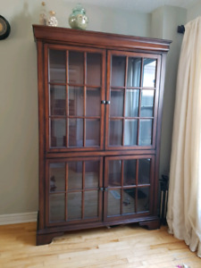 Hutch/Display/Liquor Cabinet with glass doors & adjustable shelv
