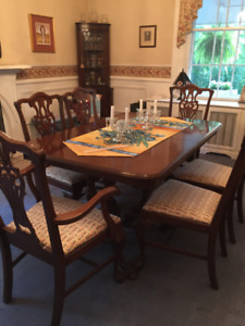 Vintage Mahagony Dining Table, 6 chairs & matching side board