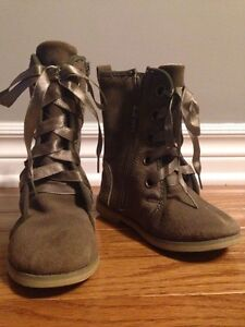 Suede boots, girls size 9 London Ontario image 1