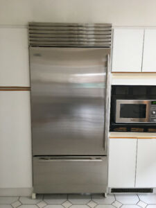 Sub Zero Fridge - in excellent condition under warranty