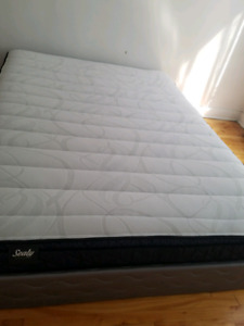 Queen size sealy with base