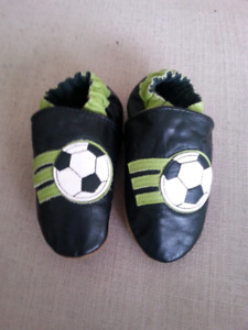 NEW Robeez shoes 18-24 months Soccer