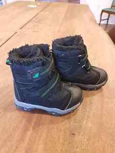 Joe Fresh snow boots. Size 6