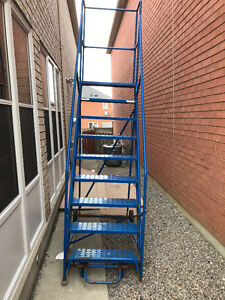 Big ladder - Strong and can handled up to 400 LBS