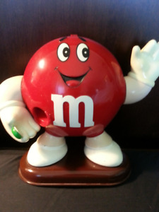 M  &  M's  CANDY  DISPENSERS   ..   2
