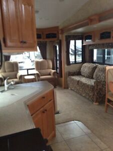 Fantastic 2009 36ft Cedar Creek 5th Wheel RV Trailer