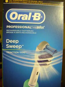 NEUF - Brosse à dents Oral B avec chargeur (2 disponible)