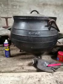 **Large Antique Irish Skillet Pot**