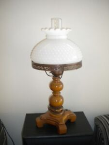 COLONIAL STYLE TABLE LAMP