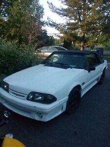 1990 Ford Mustang 5.0 lx decapotable nego