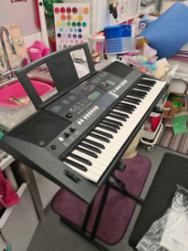 Yamaha keyboard E423 + Seat